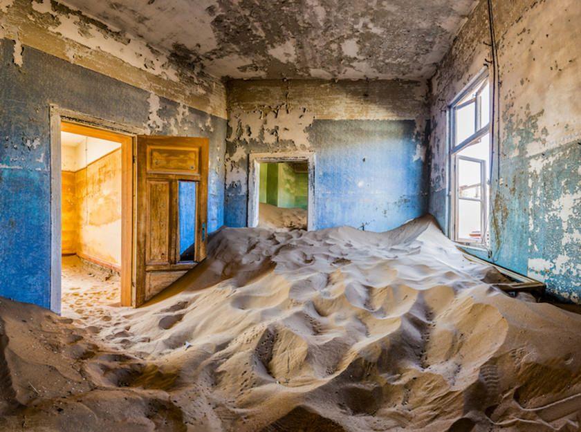 Explore the colorful Jugendstil architecture in Lüderitz on our photo tour